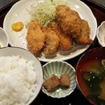 梅仁 - カキとアジのミックスフライ定食1,250円