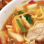 天理スタミナラーメン - 白菜、人参、ニラ。天理ラーメンの特徴ですね(b゚v`*)