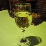 イタリアンレストラン トリノ - ドリンク写真:グラスワイン白(ちょっと飲みました)