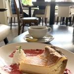 ボンボン カフェ - レモンティーとチーズケーキ