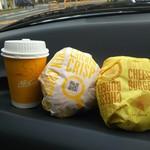 117952685 - チキンクリスプ&チーズバーガー250円+プレミアムローストコーヒーS 0円