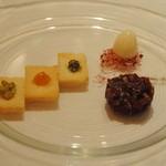 11796520 - 桜肉のタルタル 三種のクロスティーニ