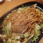 Kagurazakaryuukoutei - 食感が違う❗麺は自家製麺 鉄板オイスターソース焼きそば