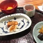 心根 - 食事 塩鮭燻製 卵黄 本枯れ節 香の物