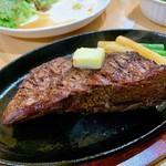 炭火焼きステーキ 肉押し - もも肉。