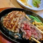 炭火焼きステーキ 肉押し - モモ。