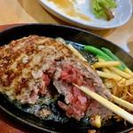 炭火焼きステーキ 肉押し - ハンバーグ。