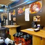 炭火焼きステーキ 肉押し - 店内。