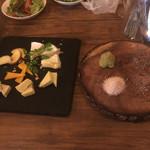 炭火バル genseki - チーズ盛合せ、シュラスコ用岩塩と山葵