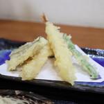 雄岳 - 天ぷら えび2尾、野菜3種☆