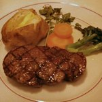 炭焼ステーキハウス 葡萄屋 - 黒毛和牛炭火焼きフィレステーキ (200g) (セット6800円)