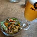 ポニピリカ - セットのサラダ&ランチビール