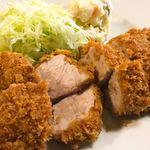 平太 - 特ヒレとんかつ定食 ¥1,400  肉質はとても良いですが、残念ながらやはり火を通し過ぎです。こちらのとんかつ屋は近所の行きつけ店として最高峰であり、名店としては微妙です。