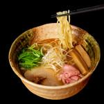 焼きあご塩らー麺 たかはし - 料理写真:焼きあご塩らー麺820円