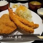 魚活撰豚 とんかつ 二代目 星将 - 料理写真:豚カツ(ヒレ)+海老フライ定食