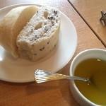 11801438 - パンとオリーブオイルとチーズのソース