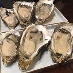 牡蠣酒場 すずきんち - 本日の生牡蠣3種