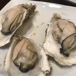 牡蠣酒場 すずきんち - 蒸し牡蠣
