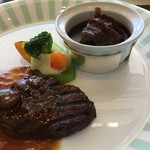 118014004 - 牛フィレ肉とビーフシチューのハーモニー 六甲マッシュルームのソースと神戸産青梗菜ボードの温野菜