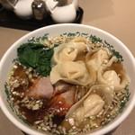 中国料理 白鳳 - 海老ワンタン麺。ワンタンはみっちりしてゐる
