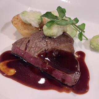牛フィレ肉ステーキ赤ワインソース