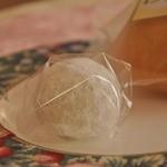 八女茶sweetsなつめ - ふわふわな福茶もち105円