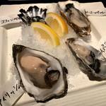 オイスター&ワイン・シーズン - ◼︎生ガキ(オススメ4種)¥2050 とにかく種類豊富だったのでオマカセで。 食べる順番まで指定してもらいました(笑)。