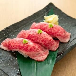 特選ハラミや肉寿司♪その他一口ユッケなど、アラカルトも豊富