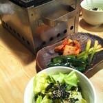 ゆうじ - 【2012.01.26】キャベツサラダとキムチ盛合わせ