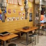 名物鶏ホルモン ひね屋 - 落ち着く大衆的な雰囲気