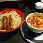 勢拉 - つけ麺(中盛、極太黒メンマトッピング、辛味増し、ネギ増し)