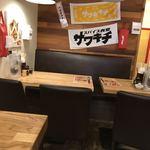 スパイス食堂サワキチ - テーブル席もあるよ