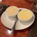 ビストロ ウールー - 無塩バター(右)と りんごバター(左)