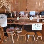 かんばやし - 地域のお土産(小物)を販売するコーナーもあり
