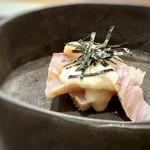 118085980 - 鰤のづけ(羅臼)、山芋のせ・・鰤は脂がのり美味しい。