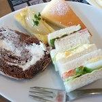 CAFE風 - ケーキ3種類とサンドイッチ