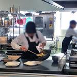 新潟大学生活協同組合 第3食堂  - 「野菜炒めランチ」調理中