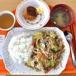 新潟大学生活協同組合 第3食堂  - 野菜炒めランチ & チーズメンチ