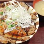 上州ぽ~く亭 - 料理写真:溶岩焼きロース・バラ豚丼。