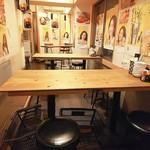肉酒場 とろっと - テーブル席