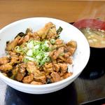 かしわの武内 - かしわバター丼(並)と味噌汁