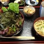 11810180 - 海ぶどう丼(そば付き)
