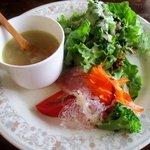 ヴァン ドゥ シュッド - 料理写真:具沢山サラダ&スープ!