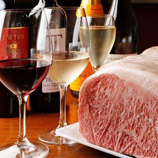 旨味あふれる肉に相性抜群のワインをご用意