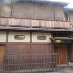味 ふくしま - 祇園の南側にあるふくしまさん お昼は11時半~。ちょっと早く着きましたのでまだ暖簾が掛かっていません