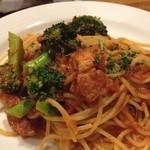 バルティナ - ブロッコリーとベーコンのトマトパスタ!ブロッコリーのゆで具合が絶妙♪