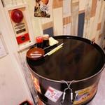 118122291 - ドラム缶がテーブル代わりだよ