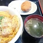 山田うどん - 料理写真:カツ丼&コロッケ