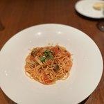 118132212 - 鯖のコンフィと茸のスパゲティ トマトソース