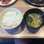 国産牛焼肉くいどん  - ランチのご飯と卵スープ